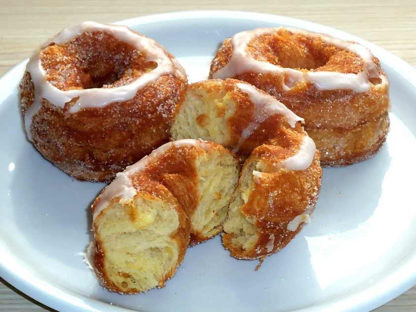 donuts rezept bl tterteig cronuts selber machen mit vanillecreme. Black Bedroom Furniture Sets. Home Design Ideas
