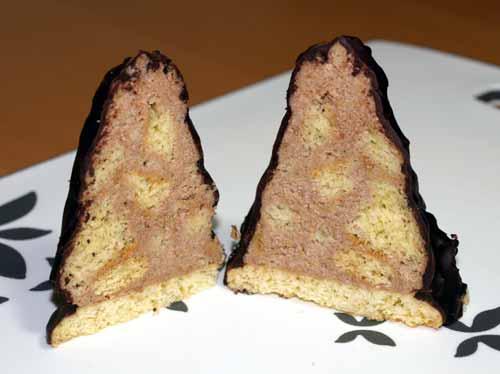 granatsplitter rezept mit schokoladen buttercreme m rebeteigpl tzchen und biskuitboden. Black Bedroom Furniture Sets. Home Design Ideas
