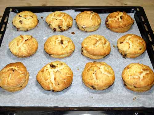 Scones auf Backpapier