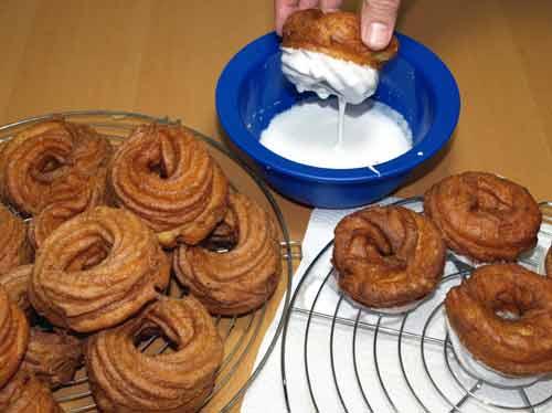 eberswalder spritzkuchen rezept victoria spritzkuchen spritzringe aus brandteig mit zuckerguss. Black Bedroom Furniture Sets. Home Design Ideas